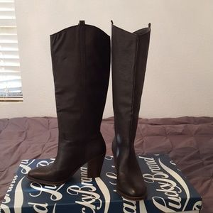 Lucky Black LL-Ebbie boots.